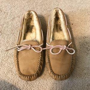 Ugg Dakota moccasins slippers pink tan